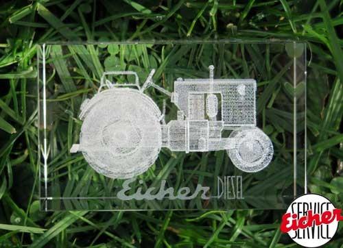 Glas-Quader mit Eicher Schlepper